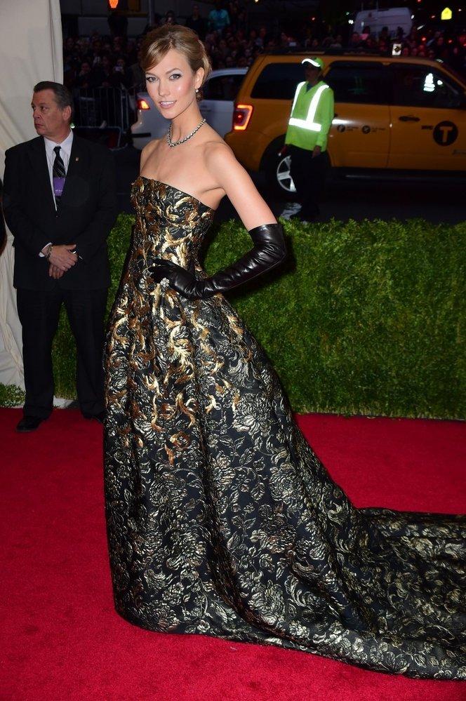 Nádherné šaty značky Oscar de la Renta