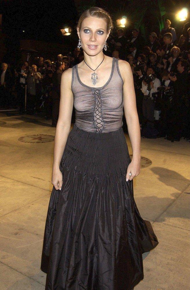 Gwyneth Paltrow v šatech Alexander McQueen, 2002