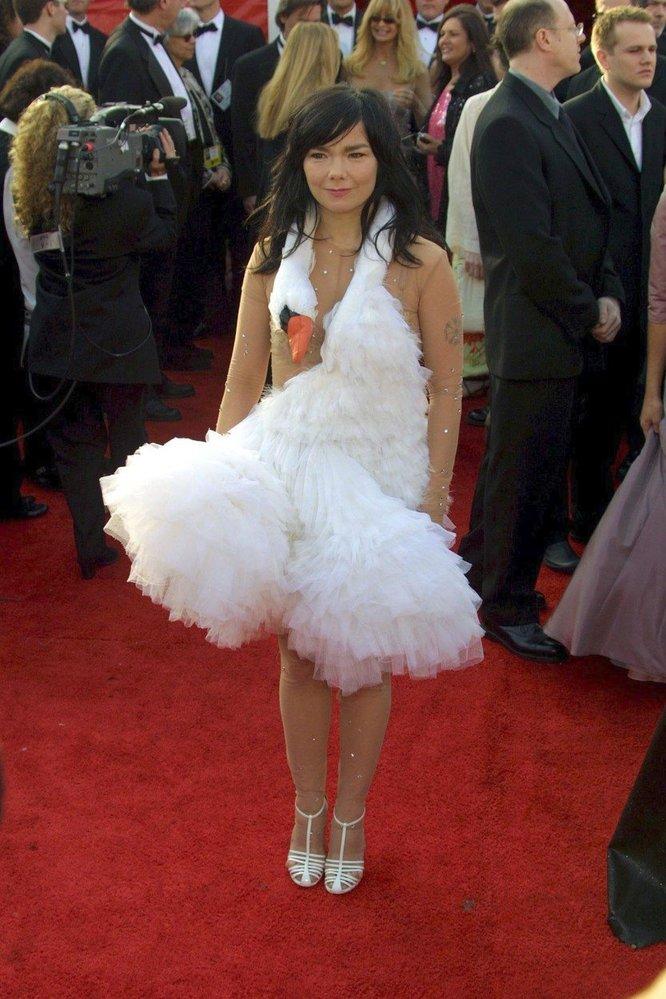 Björk v šatech Valentino, 2001