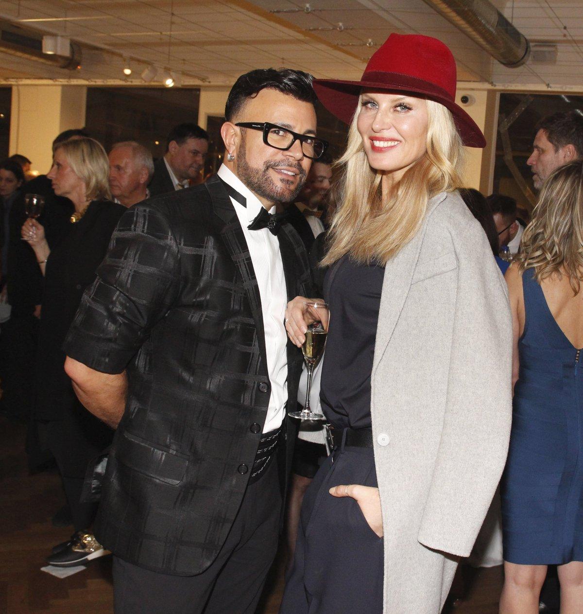 Oblékání českých celebrit na červený koberec považuje Osmany Laffita za šaškárnu. Na snímku pózuje s modelkou Simonou Krainovou