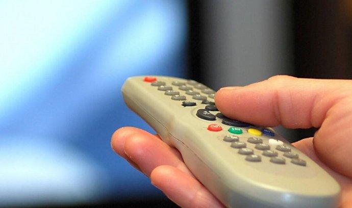 ovladač na televizi