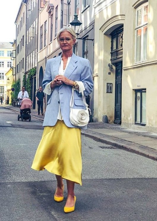 Saténová sukně je hitem letošního léta a rozhodně není určená jen pro mladší ročníky!