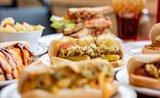 Úplně jiný párek v rohlíku: Ochutnejte pravé hot dogy