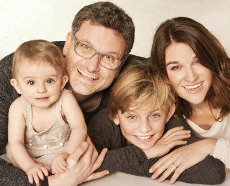 Patrik Hartl se svou ženou Martinou, dcerou Ájou (1,5) a synem Hynkem (12).