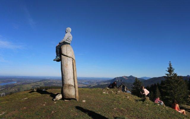 V Bavorsku zmizela z hor obří dřevěná socha penisu