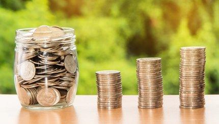 Lichváři požadují velmi vysoké poplatky, kvůli kterým klient ve finále zaplatí podstatně více, než si původně půjčil.
