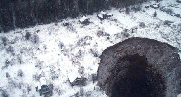 V Rusku se znovu otevřela/propadla gigantická brána do pekla