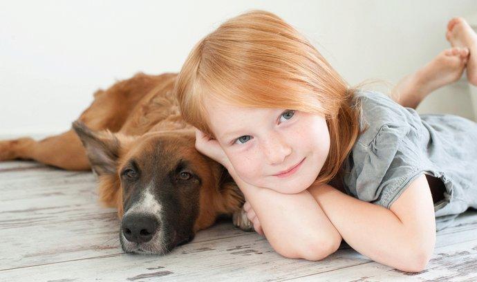 Psi mohou děti chránit před rozvojem ekzému a mírnit příznaky astmatu. Ilustrační foto.
