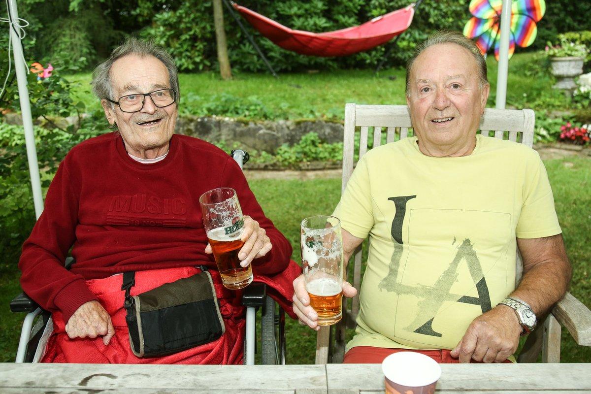 Červenec 2020: Petr pozval bráchu na tradiční zahradní slavnost na Propasti.