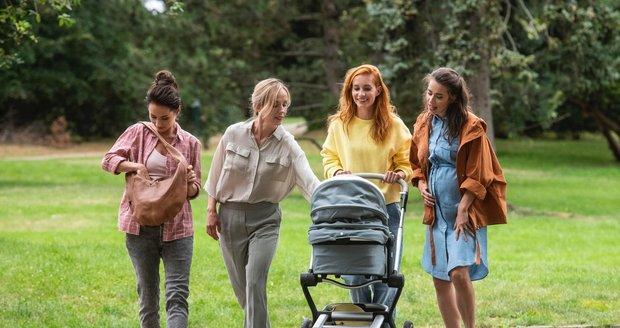 Film Matky (zleva: Sandra Nováková, Petra Hřebíčková, Hana Vagnerová, Gabriela Marcinková)