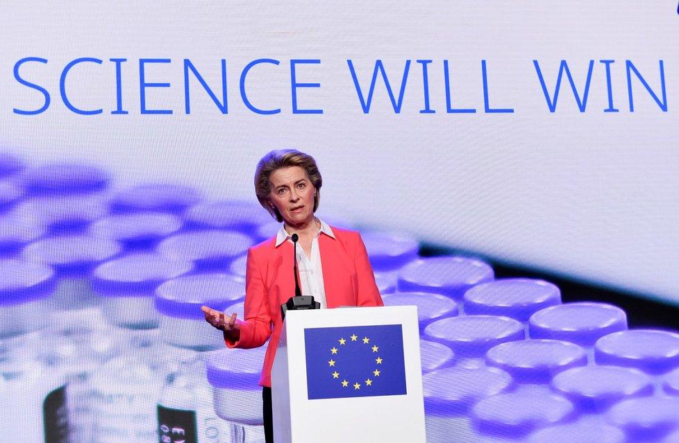 EU dojednala dosud největší vakcínovou smlouvu, Pfizer dodá 1,8 milliardy dávek. Na snímku předsedkyně Evropské komise (EK) Ursula von der Leyenová (23. 4. 2021)
