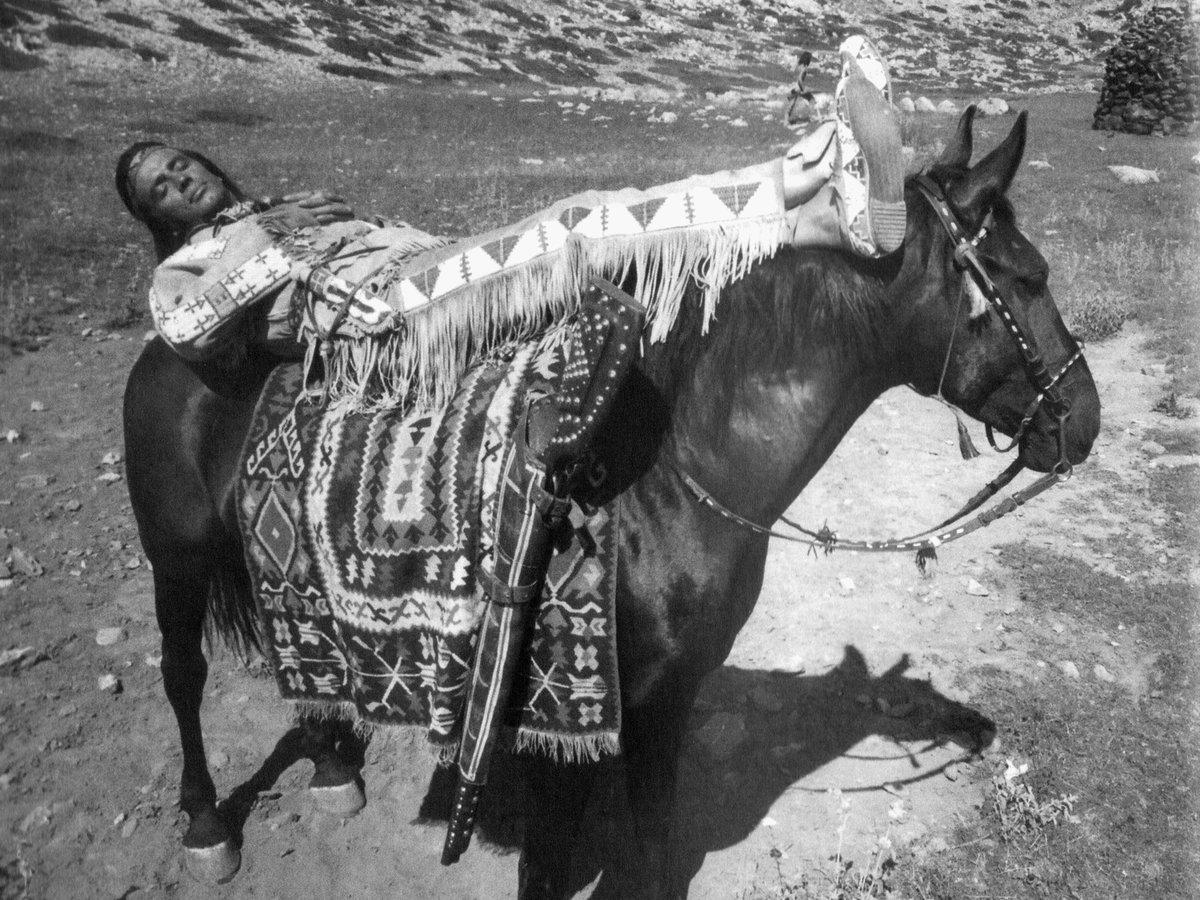 Odpočinek mezi záběry. Ilči byl oddaný kůň.