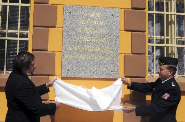 Odhalení pamětní desky generála Heliodora Píky v Plzni.