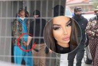 Královna Instagramu Plačková byla obviněna! Policie v rámci razie našla kila drog i zbraně