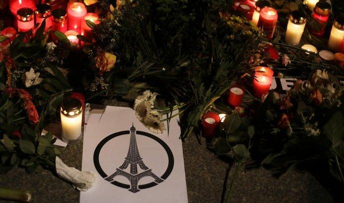 Plakát inspirovaný grafikou Jeana Julliena, která po útocích obletěla svět