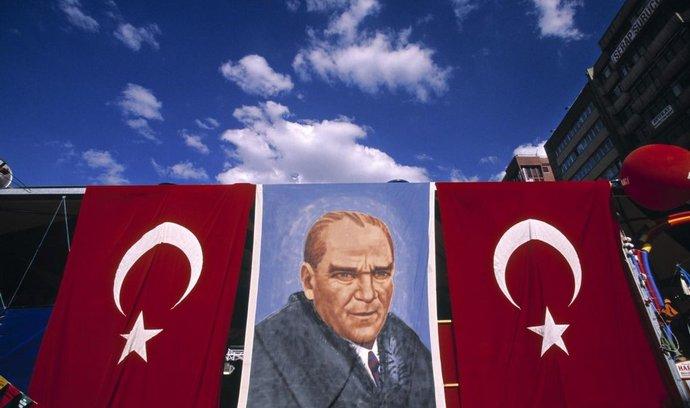 "Plakát Mustafy Kemala ""Atatürka"" v Ankaře"