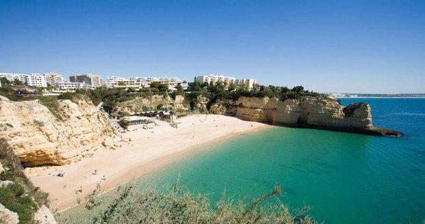 Pláž Armaçao de Pera, Algarve (Portugalsko)