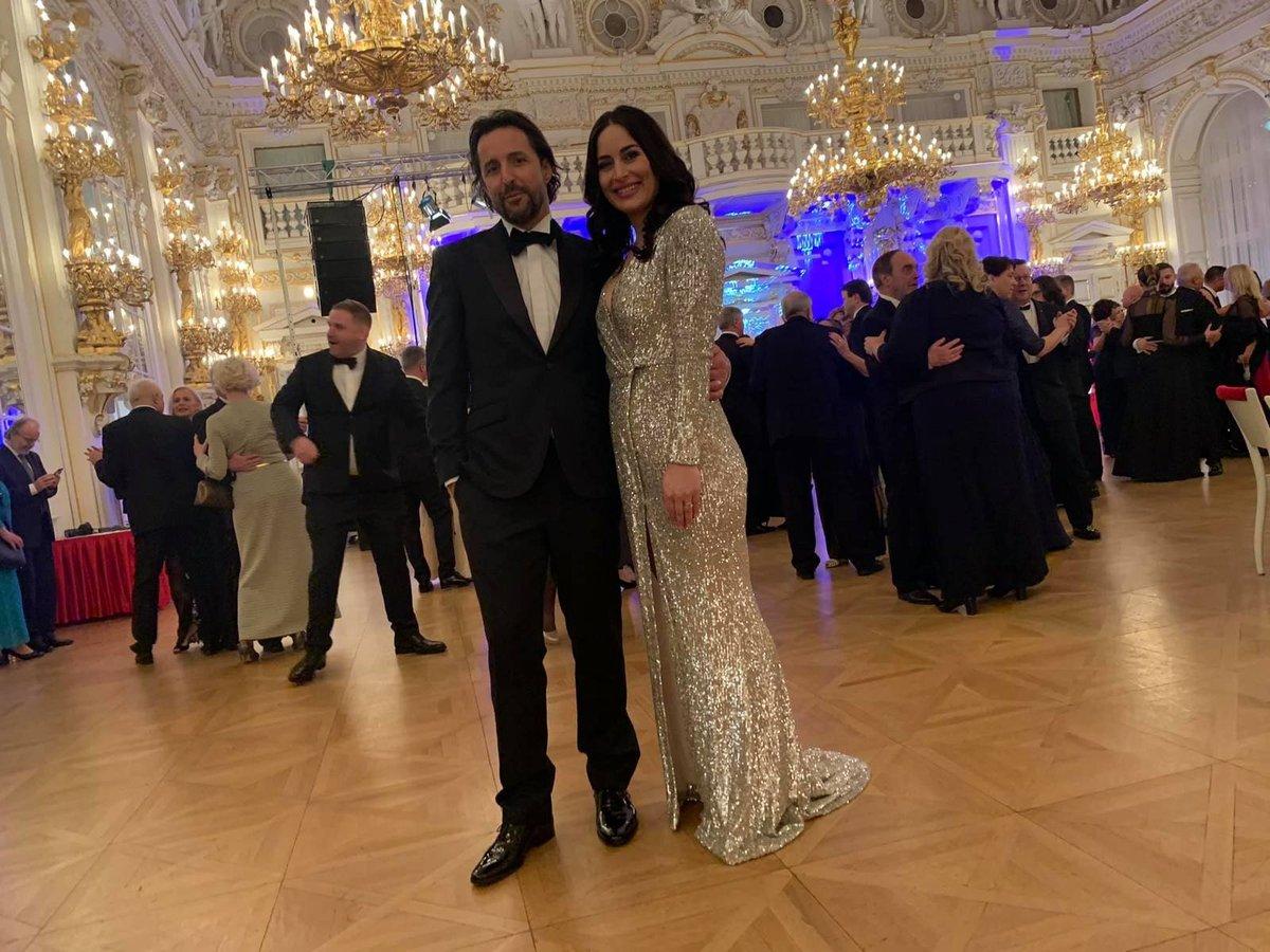 Alex Mynářová na hradním plese s moderátorem Tomášem Krejčířem (10.1.2020)