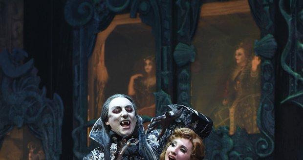 Marian Vojtko a Natálie Grossová v muzikálu Ples upírů coby Krolock a Sarah