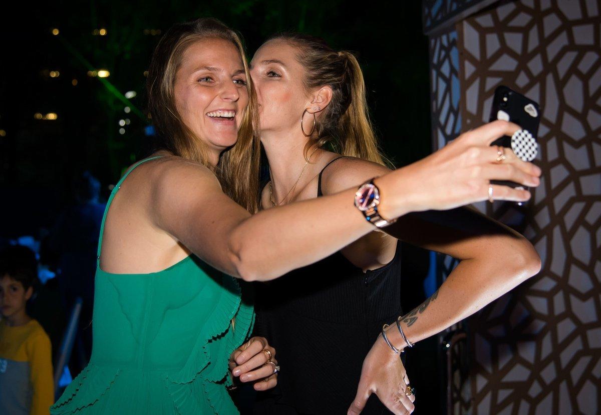 Ségra, tak nám je devětadvacet! Karolína (vlevo) s Kristýnou si ale podobnou oslavu letos neužily, jsou každá ve své bublině.