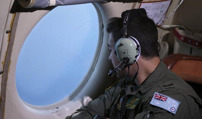 Po zmizelém letadle pátrají také Australané