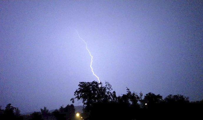 Celé republice hrozí dnes bouřky (ilustrační foto).