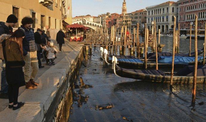 Italské Benátky se potýkají s nízkým stavem vody