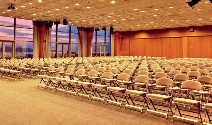 Počet delegátů se v Praze loni oproti roku 2012 snížil o18,2procenta na 549 225 účastníků