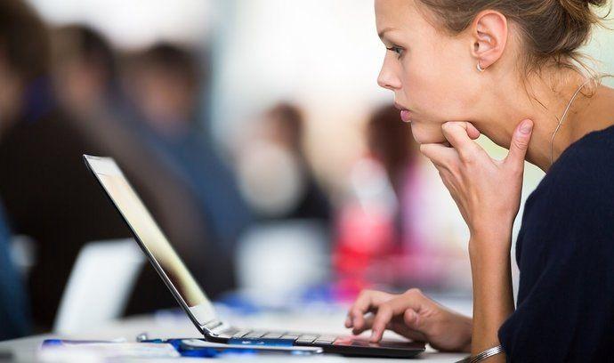 České republice chybí IT odborníci. Až 79 procent firem má problém při hledání těchto zaměstnanců najít vhodné kandidáty.