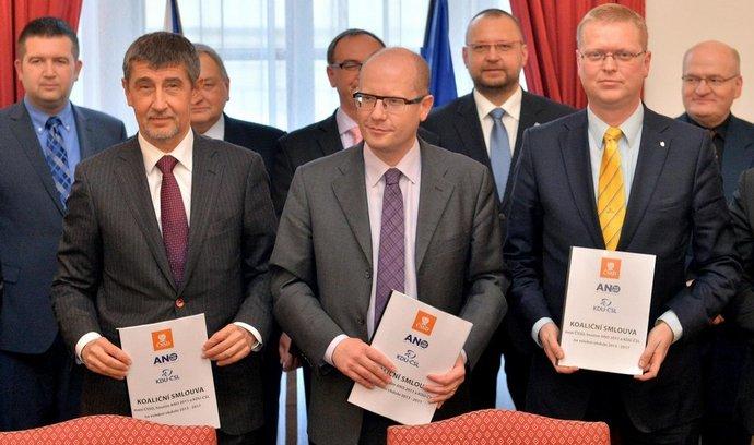Zleva Andrej Babiš, Bohuslav Sobotka a Pavel Bělobrádek