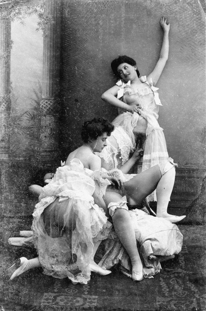 S příchodem fotografie touha lidí pro prasárničkách rozhodně neutichla. Už na sklonku 19. století se odvážlivci mohli pochlubit fotografií sexuálního aktu, kde nezůstal prostor pro fantazii.