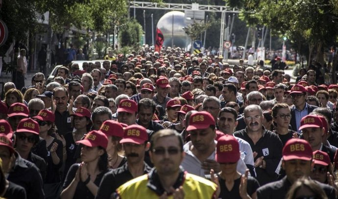 Pohřeb obětí útoku v Turecku