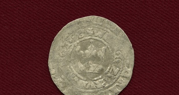 2231 vzácných mincí z doby Karla IV. a Václav IV. vyryl bagr na Vítkovsku.
