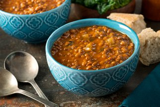 Výtečné polévky k obědu i večeři: Inspirujte se recepty, které zahřejí na těle i na duši