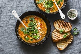 Podzimní polévky 13x jinak: Dýňová, čočková i uzená