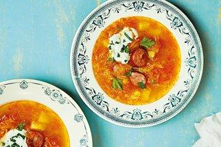 Recepty na polévky, které nikdy nezklamou: Bramboračka, zelňačka a česnečka