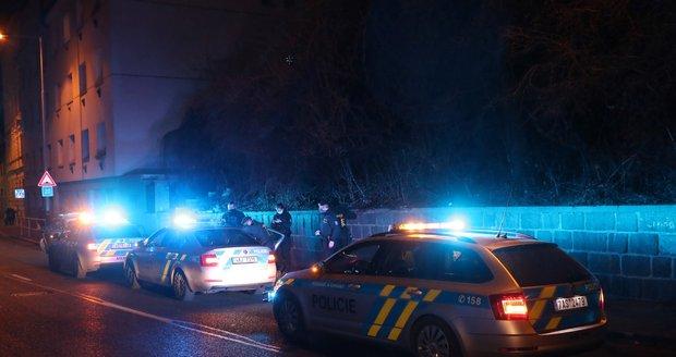 Policie zasahovala při potyčce několika mužů nedaleko Smíchovského nádraží.