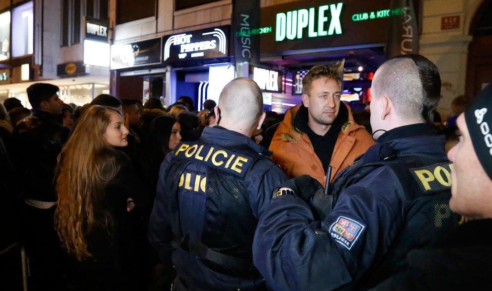 Policejní kontrola diskotéky (archivní foto)