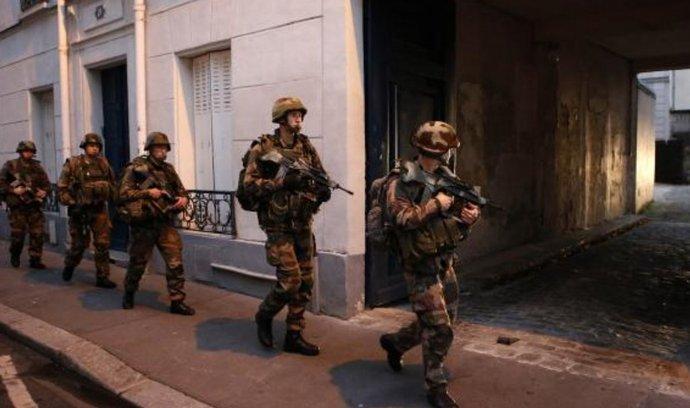 Armáda při zásahu proti teroristům