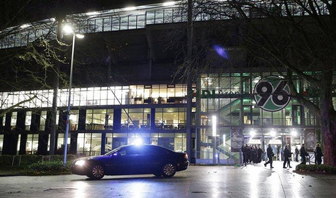 Policie vyklidila stadion v Hannoveru, hrozil prý bombový útok