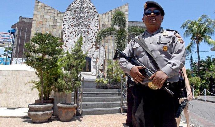 Policista v indonéské Jakartě