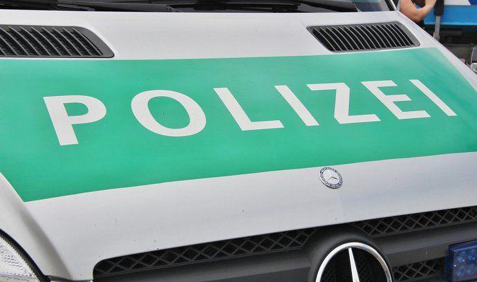Češi ujížděli před německou policií. Honičky se účastnilo několik policejních hlídek i vrtulník (ilustrační foto)