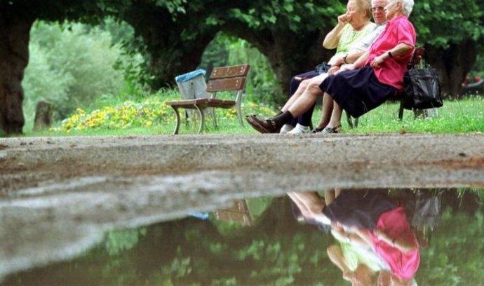 Polovina lidí si nemůže dovolit spořit na důchod