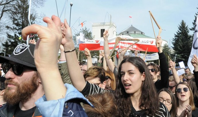 Polská demonstrace za právo na bezpečný potrat