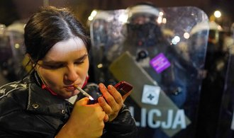Orbán a Kaczyński upevňují své režimy, ale kartami mohou zamíchat mladí Maďaři a Poláci