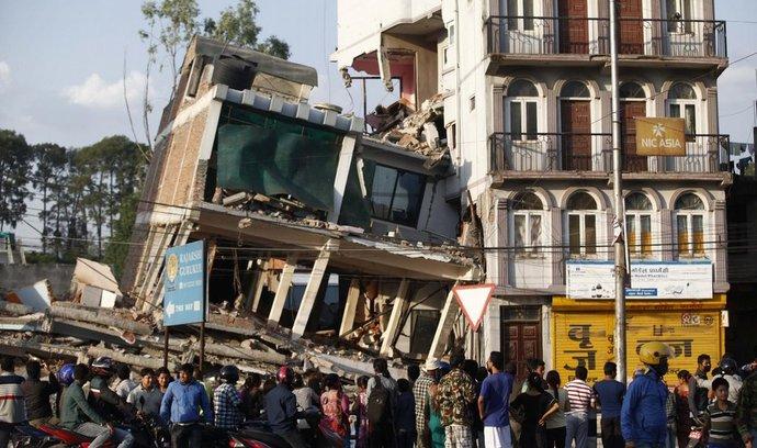 Poničené budovy po zemětřesení v Nepálu