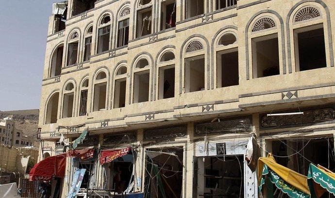 Poničený dům v Jemenu
