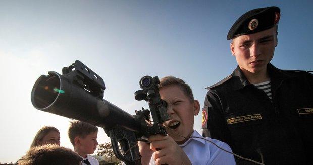 Ruská vojenská přehlídka na Krymu