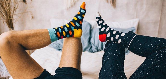 Velký průvodce barevnými ponožkami: poradíme, jak je nosit