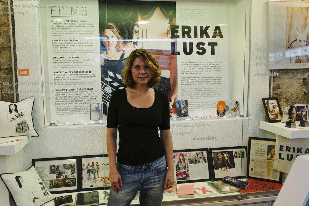 Respektovaná autorka, najdete ji i na výstavách.